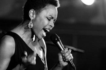 Maria Howell Sings Classics Her Way at Bechtler