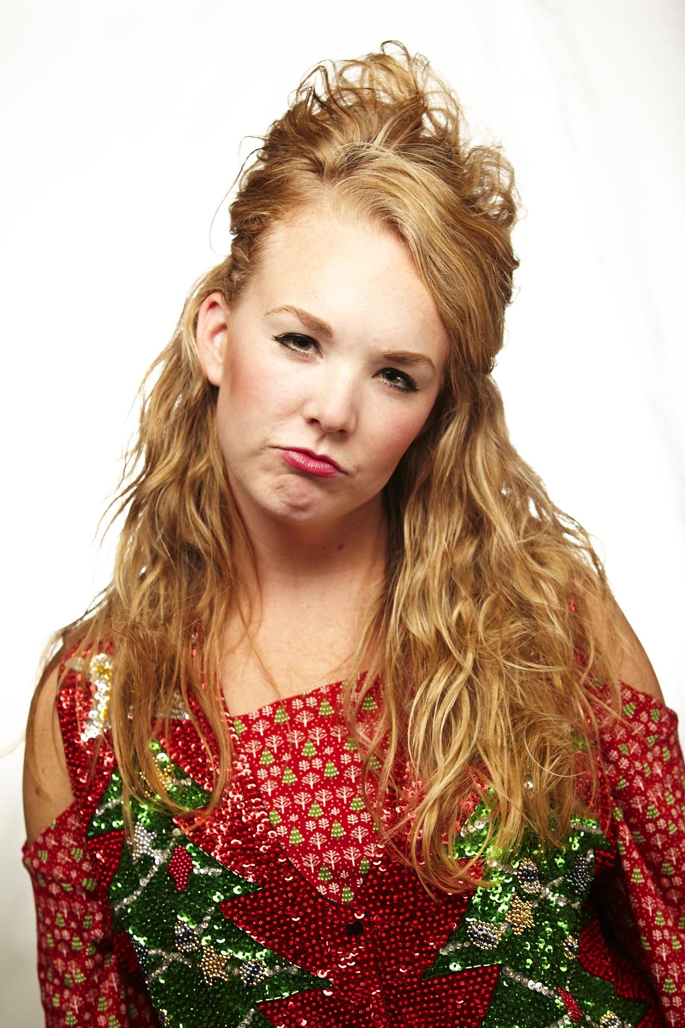 Darleen Seward (Lauren Neely)